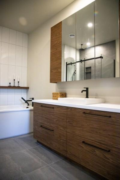 6-rue-Brindle-salle-de-bain-armoires
