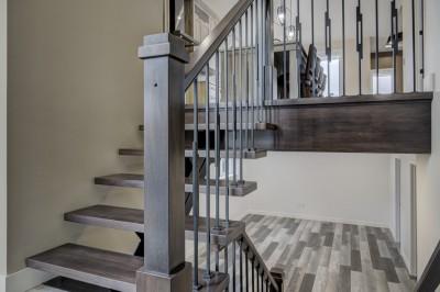 Photo-337-rue-Catherine-Victoriaville-escalier-rampe