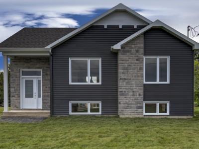 Maison neuve à vendre au 2, Place Ducharme à Saint-Albert