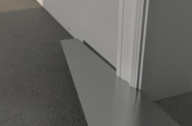 Photo Couper les cadrages de porte au niveau du plancher